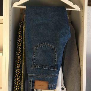 Mörkblåa jeans från Zara. Använda fåtal gånger. Frakt ingår inte