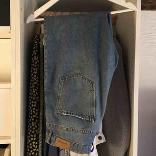 Ginatricot jeans. Köpta för 499 och använda ca 3 ggr. Frakt ingår inte