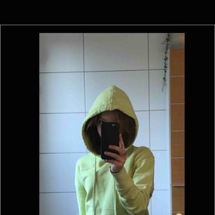 Limegrönt hoodie köpt second hand