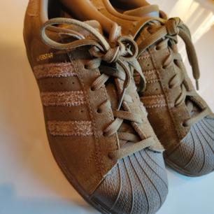 Schuhe von adidas. Dreimal anwenden. 150 SEK + Versand