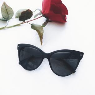 Snygga matta större cateye solglasögon! 🕶️  I nyskick 😊  Fri frakt! 💌