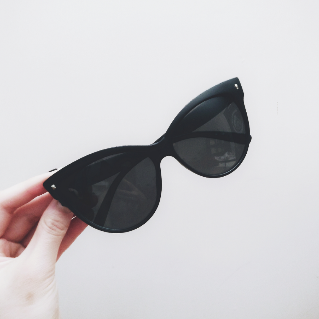 Snygga matta större cateye solglasögon! 🕶️  I nyskick 😊  Fri frakt! 💌. Accessoarer.