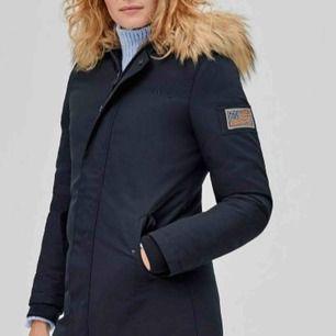 """Säljer nu min """"Svea miss lee"""" jacka, har använt den nu i vintras men väldigt sällan. Superbra skick, kan gå ner i pris vid snabb affär, ord pris är 2499kr.🌸"""