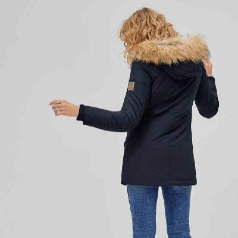 """Säljer nu min """"Svea miss lee"""" jacka, har använt den nu i vintras men väldigt sällan. Superbra skick, kan gå ner i pris vid snabb affär, ord pris är 2499kr.🌸. Jackor."""