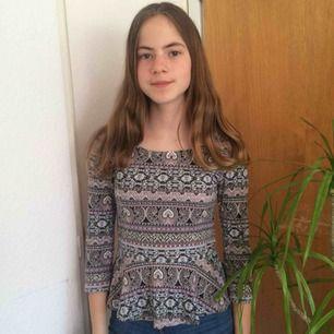 Fin tröja från Bikbok i bra skick! Frakt tillkommer :)