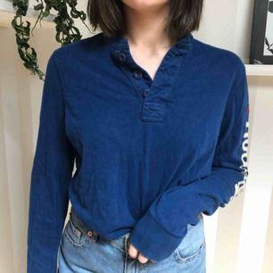 Långärmad mörkblå holister tröja, aldrig använd