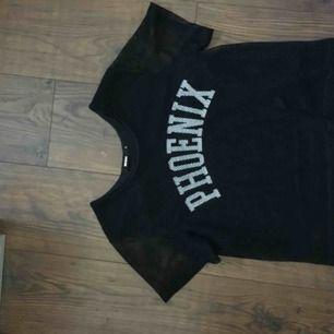 En fishnet tröja från BikBok i väldigt bra kvalite! Har använt 1 gång men då var det den bekvämaste tröjan nånsin! <3