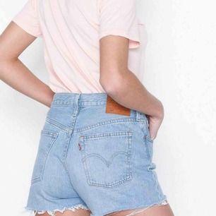 Asballa jeansshorts från Levis st S  Köpta för 549kr och säljer för 300kr
