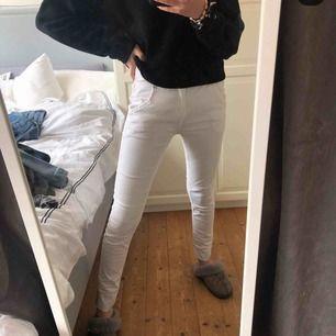 Fräsha vita jeans t sommaren st xs/s från remix, köpta för 799kr och säljer för 150kr