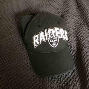 Raiders keps!!  Kan mötas upp i Stockholm eller frakta, köparen står för frakt 💕