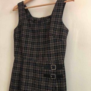 Rutig kort klänning, 90's modell, sitter perfekt på en XS!