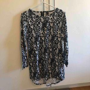 Långärmad klänning med dragkedja ibak! Använd enstaka gånger:)