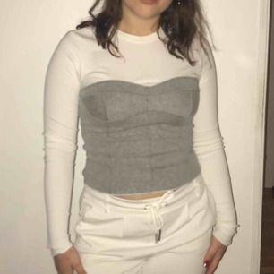Skitsnygg tröja från Zara inspirerad av Bella Hadid ;)) Använd en gång🤪