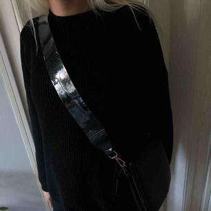 Säljer en jättefin svart väska  , hör av er för intresse💓🦋🦋