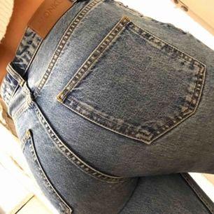 Snygga straight jeans, frakt tillkommer om man inte kan mötas upp i Karlstad