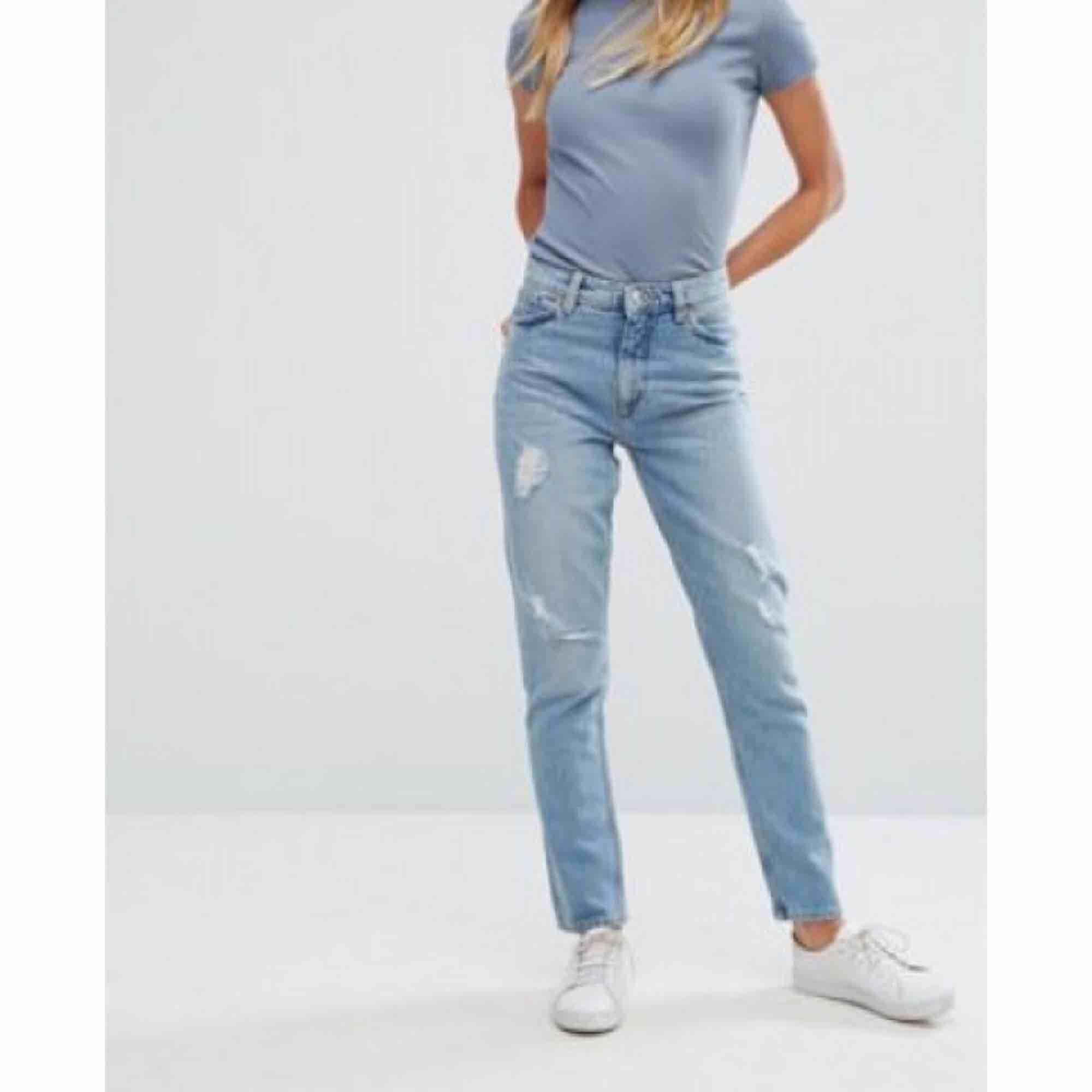 Snygga straight jeans, frakt tillkommer om man inte kan mötas upp i Karlstad. Jeans & Byxor.