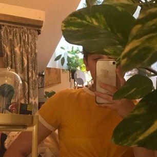 Fin basic gul tröja från H&M. Köparen står för frakt men jag kan även mötas upp i Uppsala❤️