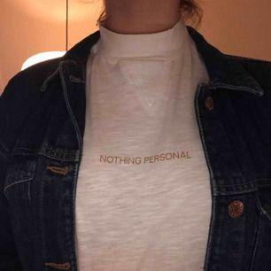 Skit k00l tröja från NA-KD. Har använt den enbart en gång. Köparen står för frakt men jag kan även mötas upp i Uppsala❤️❤️