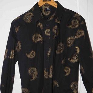 Sweet sktbs skjorta (avklippt i nertill) midjelång.  Använd fåtal gånger