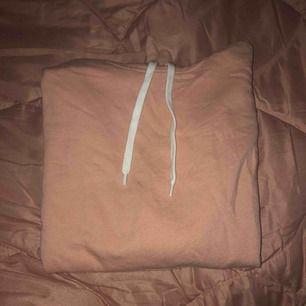 Jätte skön rosa tjocktröja från H&M.  Köparen står för frakt annars träffas vi nånstans i malmö💐