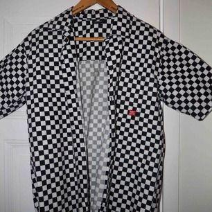 Rutigt set från Sweet Sktbs . ❤️Endast skjortan (150kr)  ❤️Skjorta + byxorna (helt set= 260kr) Frakt tillkommer