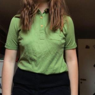 Säljer denna helt nya skjortan från POP i stockholm som är en butik som säljer vintagekläder!💚💚💚