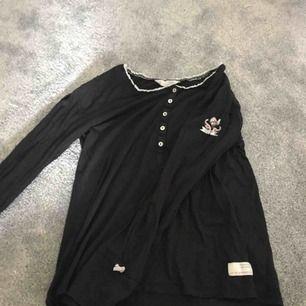 Väldigt skön tröja från odd molly, använt max 5 gånger, fint skick, säljer billigt, köparen betalar frakten!