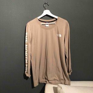 Frakt ingår i priset ✨ Oanvänd tröja ifrån The North Face