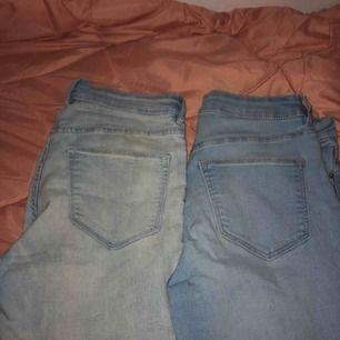 Ljusa jeans från H&m, sitter exakt vid höfterna.Båda blir 130kr annars 100kr för dem ljusaste och dem andra för 70kr eftersom nagellack ovanför bakfickan. Köparen står för frakten eller möts vi nånstans i malmö💐