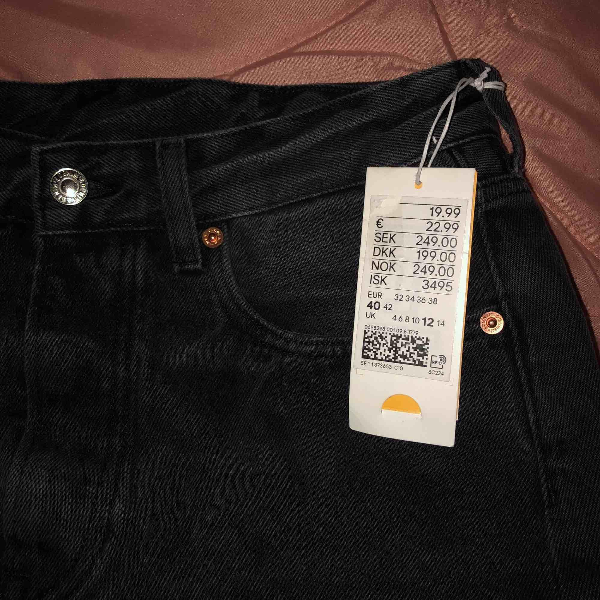 jeans kjol från h&m, aldrig haft på mig den🙄 Köparen står för frakten eller möts vi nånstans i malmö💐. Kjolar.