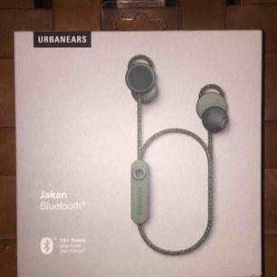 Splinterny, uåbne Urban Ears Jakan til fantastisk pris. Ny pris: 800 SEK Sælg i Stockholm, vil helst mødes, men kan sende mailen til 59 kr fragt. :)