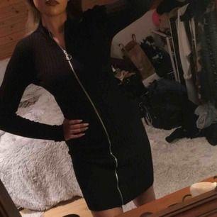 Världens snyggaste klänning från bikbok. Helt ny & oanvänd.. prislappen hänger kvar! Säljs då det var försent & göra en retur