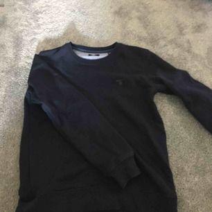 En (ÄKTA) gant sweatshirt, väldigt skön, passar även för dom som har xs och xxs. Använt 4-5 gånger, kostade cirka 800kr och säljer för 110, köparen står för frakten💋