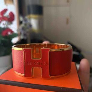 Hermes röd och orange bangle oäkta box ingår.. säljes per st.