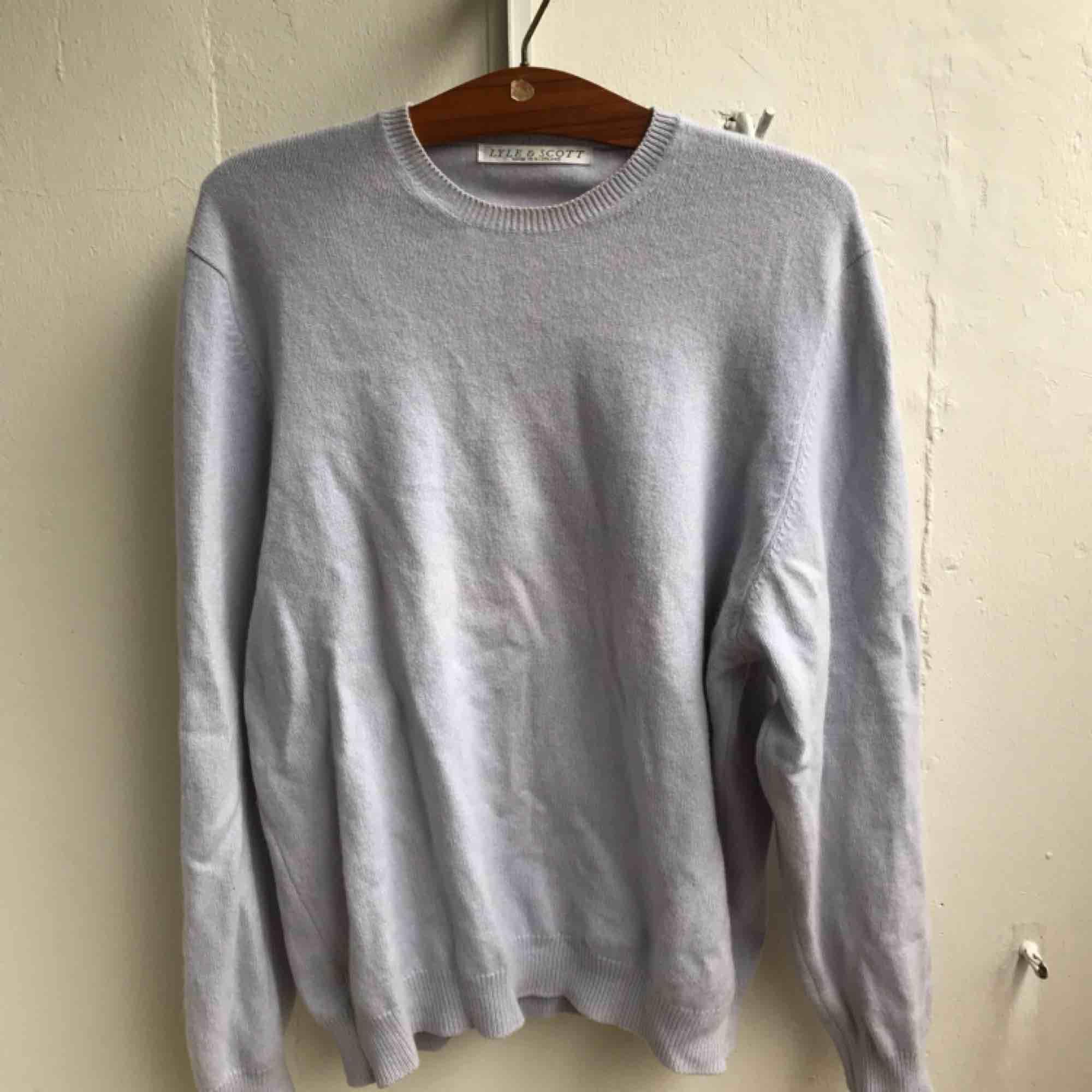 Snygg ljusblå tröja från Lyle & Scott.. Tröjor & Koftor.