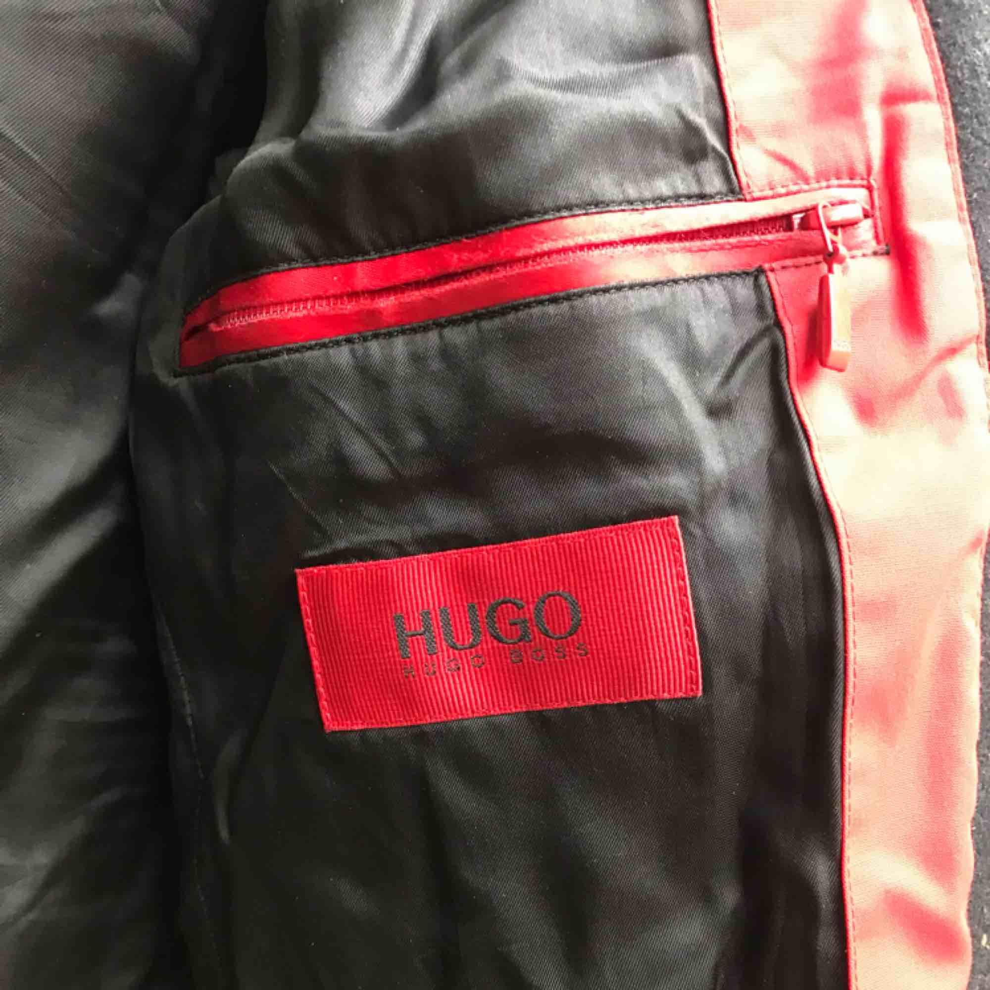 Svart rock från Hugo Boss. Jackor.