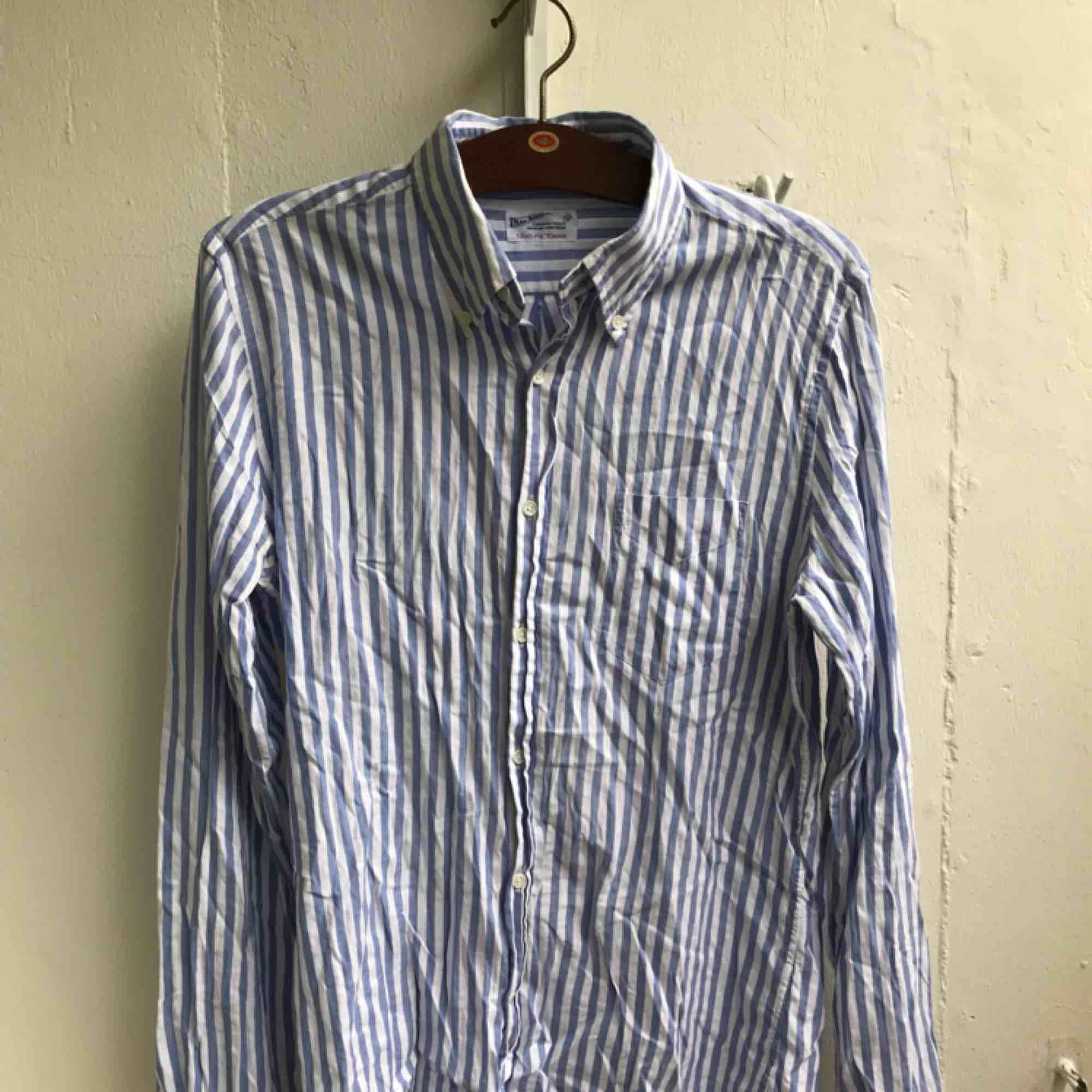 Randig skjorta från Gant.. Skjortor.