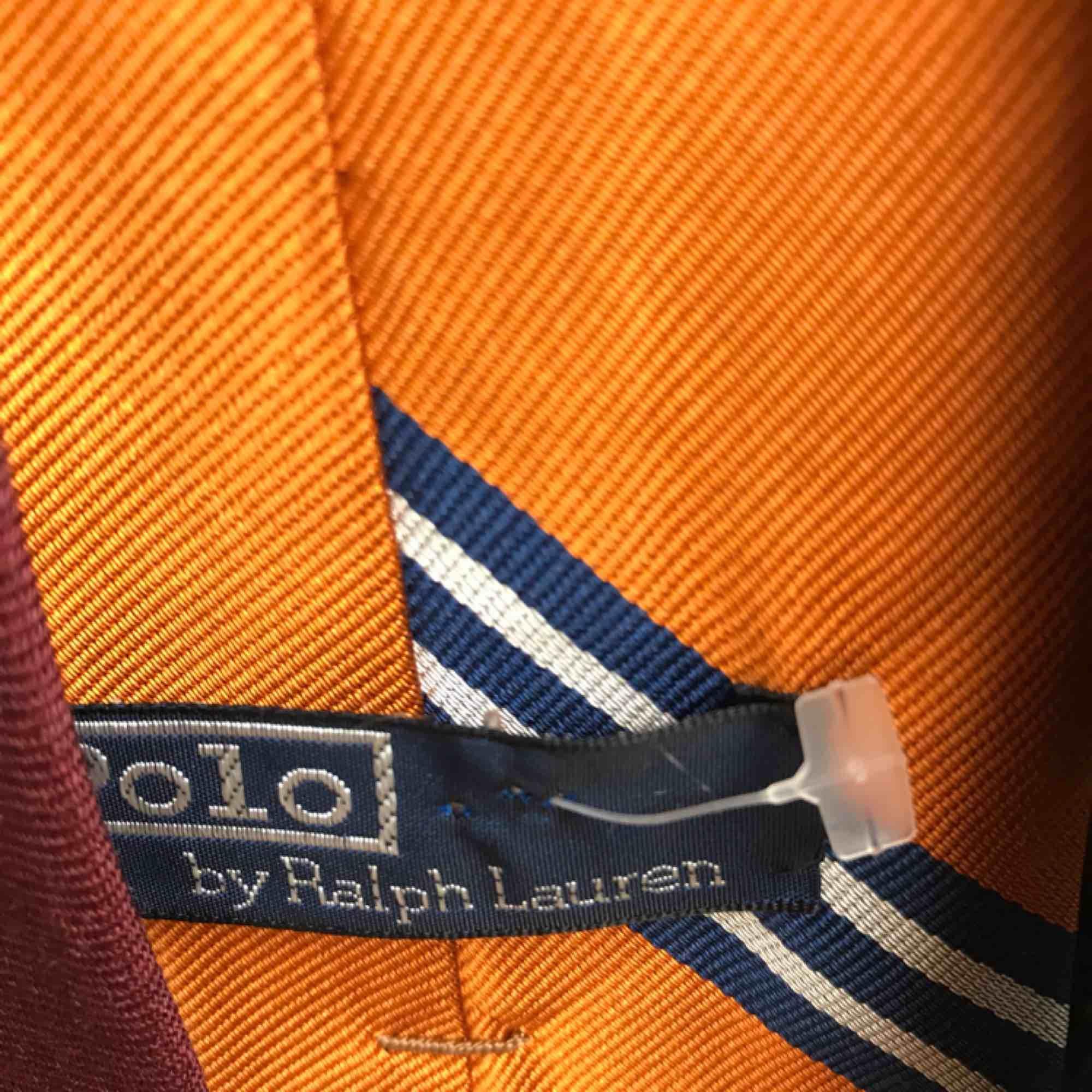 10 slipsar från olika märken (Tiger, Ralph Lauren etc.). Accessoarer.