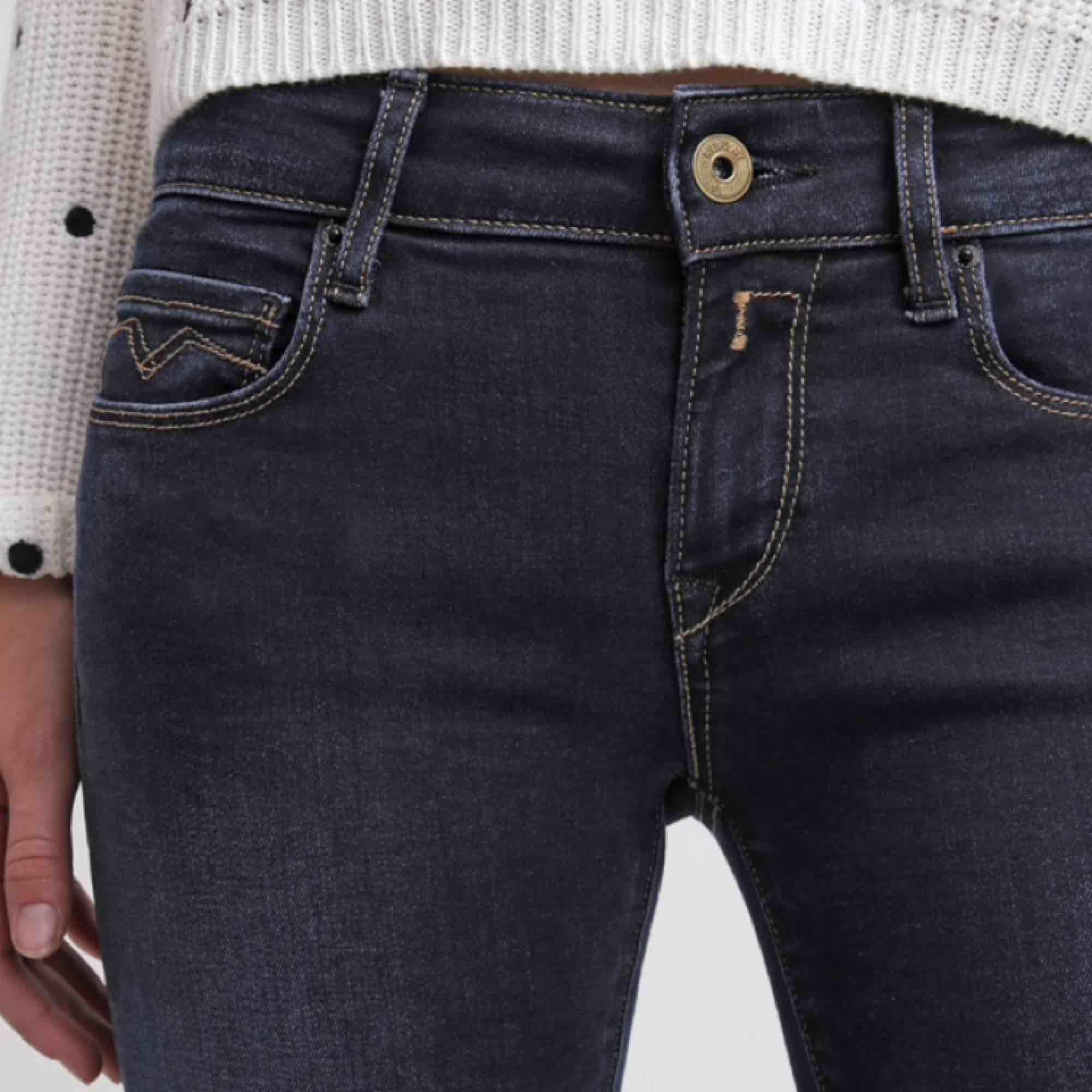 Replay jeans i modellen Rose, tight modell med stretch. Sitter som en smäck! 27'30, passar både S och M skulle jag säga! Använda 1 gång. Köparen står för frakt!. Jeans & Byxor.