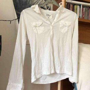 Jättefin skjort- tröja som sitter jättefint . Kunden står för frakten men kan mötas upp.