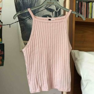 Jättesött linne- ish i pastellrosa. Kunden står för frakten men kan mötas upp
