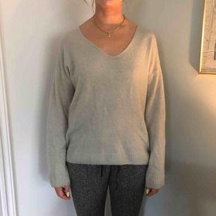 Stickad v ringad tröja från hm. Oversize