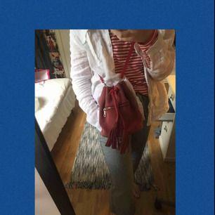 En jättefin väska från bikbok som är rymlig och en perfekt sommarväska!