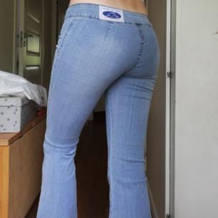 Supercoola bootcut jeans från Milk. Passar storlek S-M 🌸