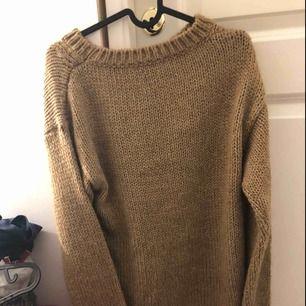 En stickat tröja har ej användt  frakten står köparen för