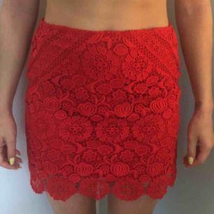 Spets kjol oanvänd