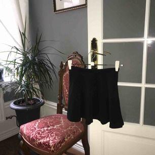 Svart kjol från lager 157. Aldrig använd.