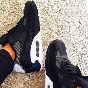 Fri frakt! Fina, sköna och sparsamt använda Nike Air Max limited edt i storlek 40. Min bild. Jag har mängder av sneakers och tar alltid väl hand om dem. Nypris 1449:-, men slutsålda överallt.