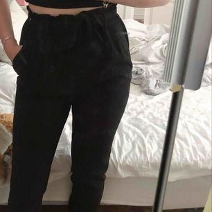 Jätte snygga kostym byxor från Bik Bok, Använda ca 1 gång säljer pga de inte kommer till användning. Köpare står för frakt, kontakta mig för mer frågor