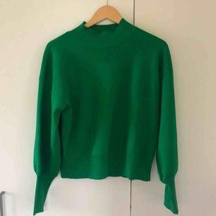 Superfin grön tröja från Lindex i storlek M. Väldigt fint skick. Köparen står för frakten